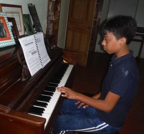 Clases de piano Darwin Canales